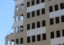 Je lepší zbourat nebo rekonstruovat nemovitost?